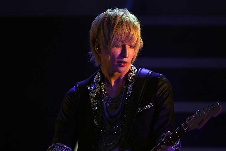 ギタリストのMiAは、伝説の人気バンド「Rapidry Last」のカリスマギタリスト遼を熱演【写真:小田智史】