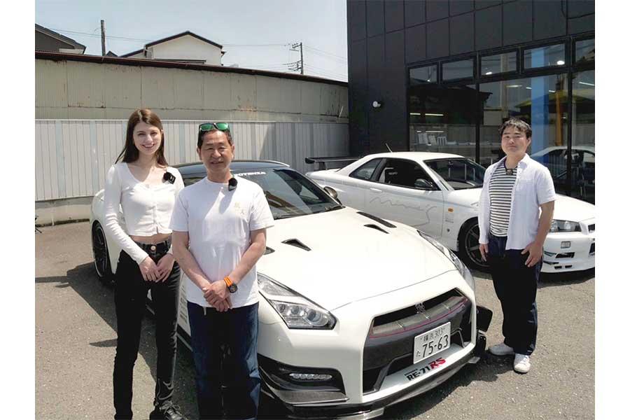 マギー、土屋圭市氏、自動車ジャーナリストの工藤貴宏氏(左から)