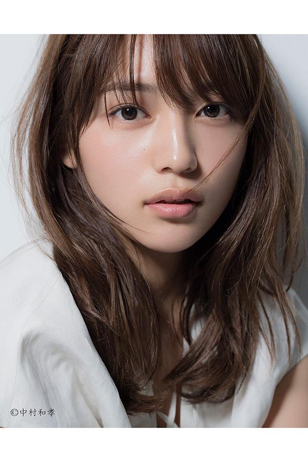主人公の姉を演じる川口春奈【写真:(C)NHK】