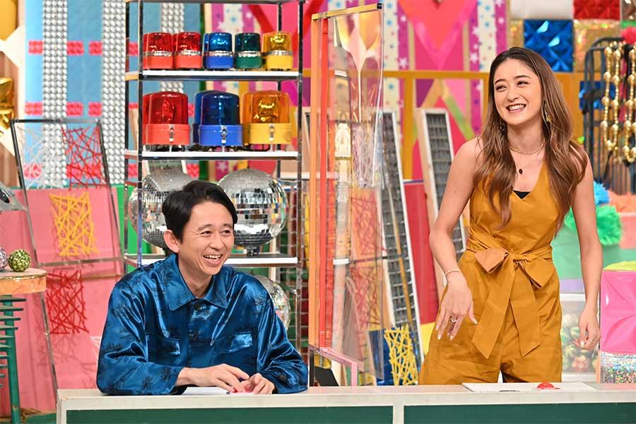 「有吉クイズ」に出演した有吉弘行(左)とみちょぱ【写真:(C)テレビ朝日】