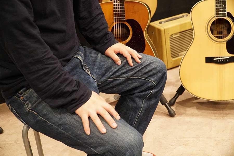 コロナ禍での弦楽器修理の現状について語る男性社長【写真:ENCOUNT編集部】