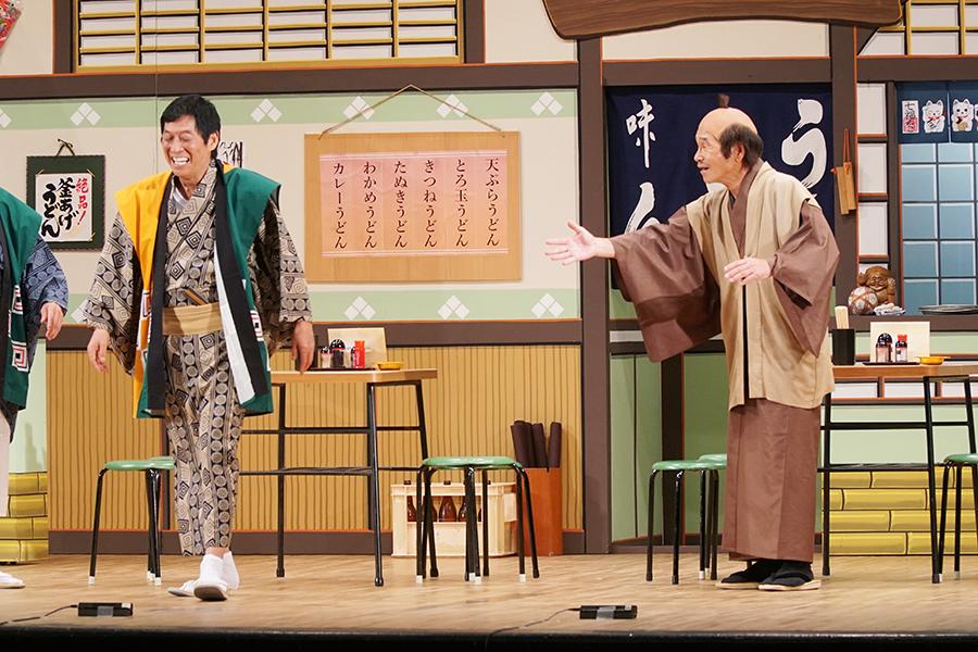 ステージ上で共演を果たした間寛平と明石家さんま【写真:ENCOUNT編集部】
