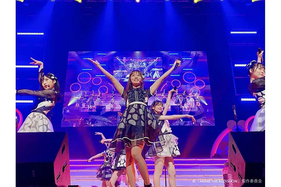 歌手の鈴木亜美が「AKB48 THE AUDISHOW」の千秋楽にゲスト出演【写真:(C)「AKB48 THE AUDISHOW」製作委員会】