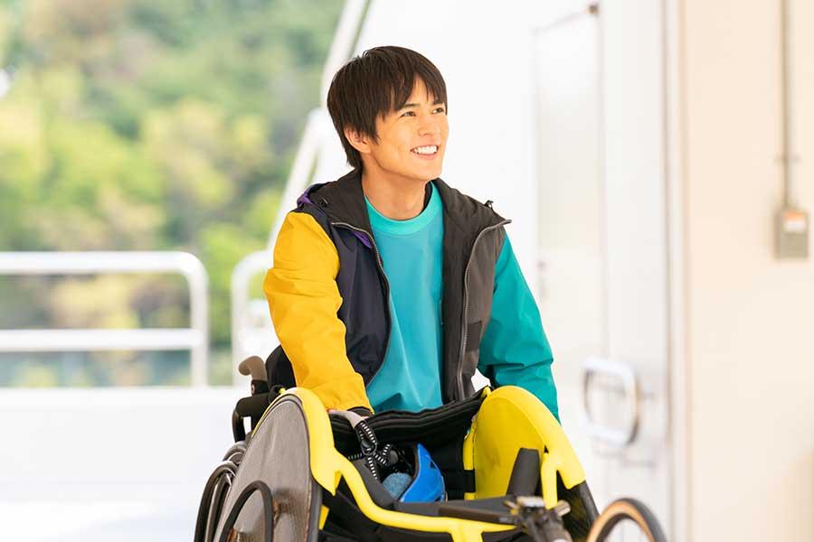 車いす陸上のトップアスリートを目指す高校生を演じる奥野壮【写真:(C)NHK】