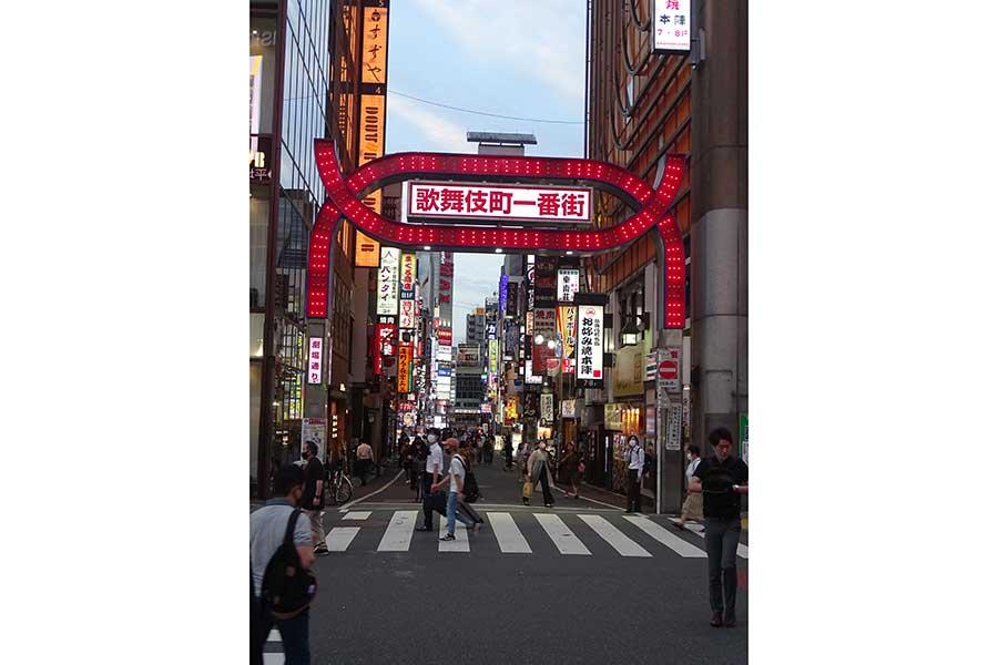 緊急事態宣言明けの歌舞伎町には多くの人が【写真:ENCOUNT編集部】