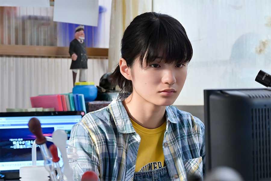 永浦百音の妹・未知を演じる蒔田彩珠【写真:(C)NHK】