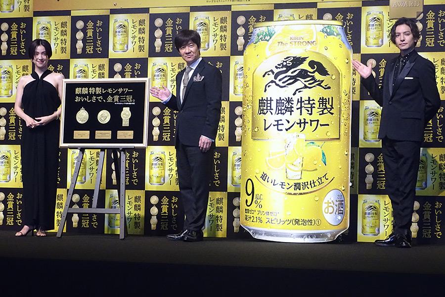 受賞報告会に出席した(左から)中村アン、内村光良、生田斗真【写真:ENCOUNT編集部】