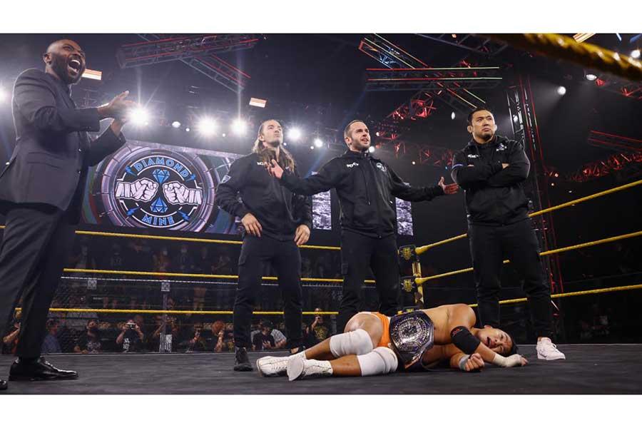 鈴木秀樹(右端)【写真:(C)2021 WWE, Inc. All Rights Reserved.】