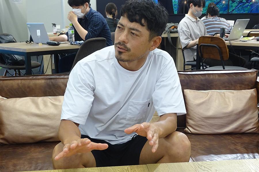 インタビューに応じる鈴木氏【写真:ENCOUNT編集部】