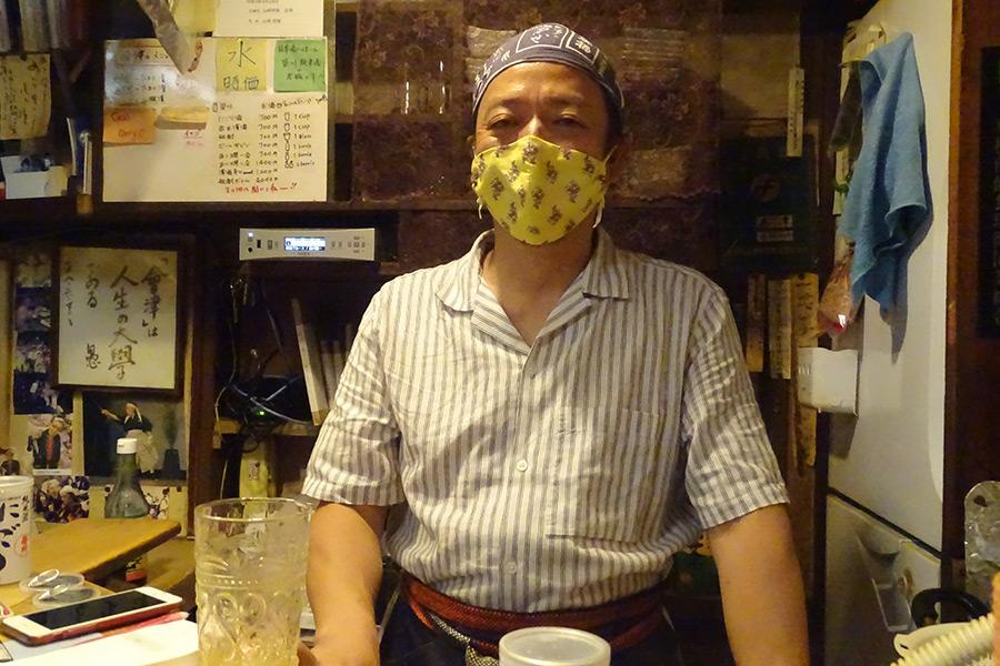 1964年創業の居酒屋「会津」の現オーナー・御厨浩一郎さん【写真:ENCOUNT編集部】