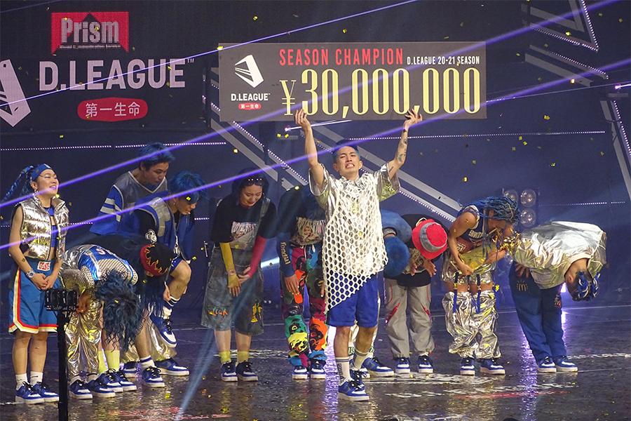 優勝を喜ぶavex ROYALBRATSと賞金3000万円を手にするKAITA【写真:ENCOUNT編集部】