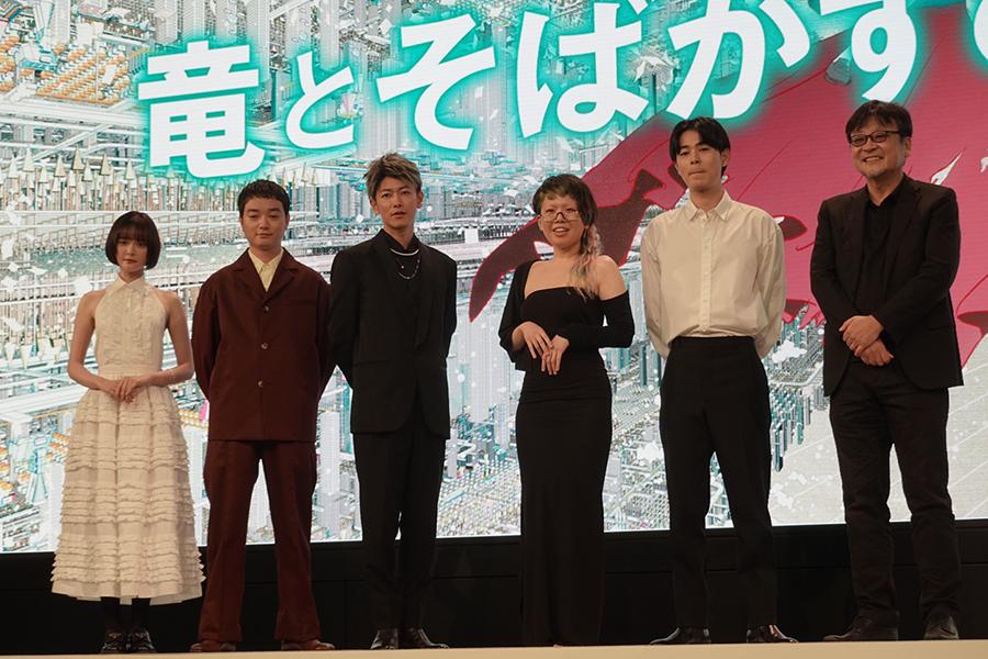 細田守監督手応え「ネットで美女と野獣をやったらという映画」 「竜とそばかすの姫」完成