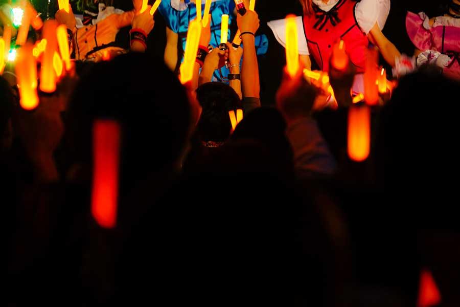 コロナ禍で地下アイドルとファンの距離感の問題が顕著に(写真はイメージ)【写真:写真AC】