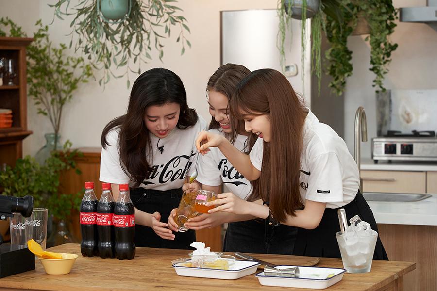 NiziUのメンバー「コカ・コーラ」で調理対決