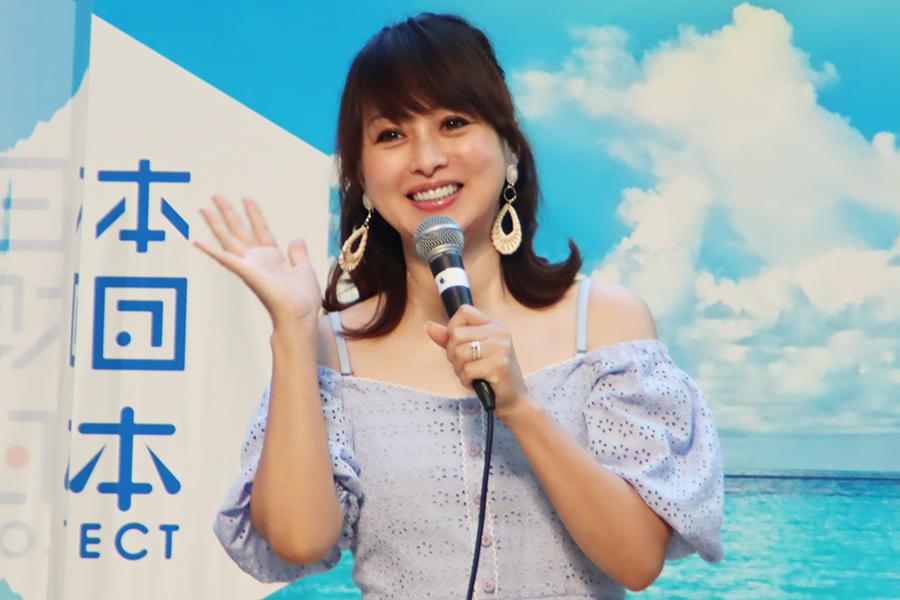 「海のそなえ2021 オーシャンセーフティファッションショー」に登壇した渡辺美奈代【写真:ENCOUNT編集部】