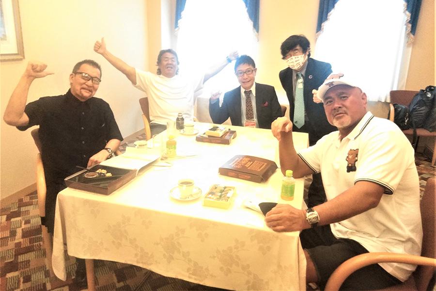 長州力、蝶野正洋、武藤敬司のビッグ3がゴルフ場を占拠し丁々発止のトークバトル