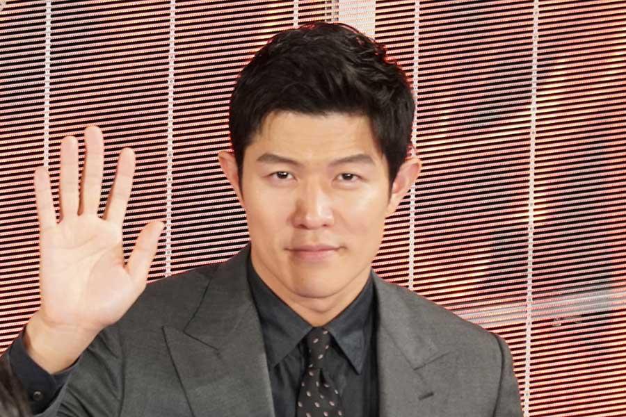 """鈴木亮平、「攻めの芝居」で冷酷非道な極悪人を貫き通す """"怪演""""ぶりに共演者「怖かった」"""