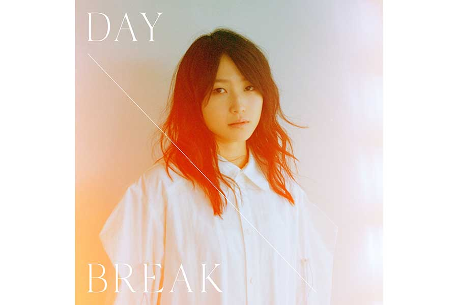 1stEP「DAYBREAK」初回限定盤のジャケット写真