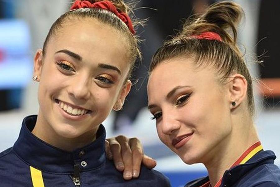 東京五輪・女子体操のスペイン代表マリナ・ゴンサレス(左)とロクサナ・ポパ【写真:インスタグラム(@roxanapopa97)より】