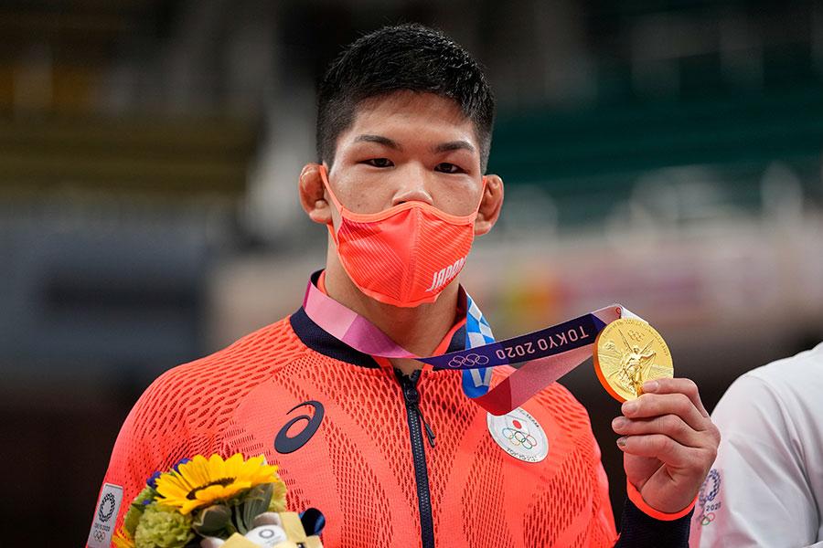 東京五輪・柔道男子73キロ級で金メダルを獲得した大野将平【写真:AP】