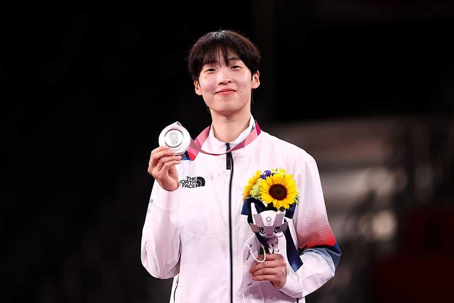東京五輪・女子67キロ超級で銀メダルを獲得したイ・ダビン【写真:Getty Images】