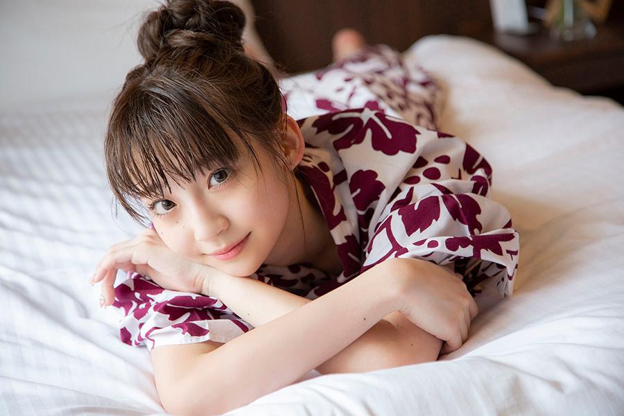 荻野由佳のソロ写真集が発売決定。新潟の温泉で浴衣でまったりする1枚【写真:(C)株式会社主婦と生活社】