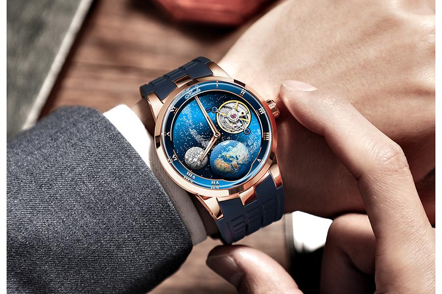 ゴッホ「星月夜」×カルーセル式の腕時計が登場