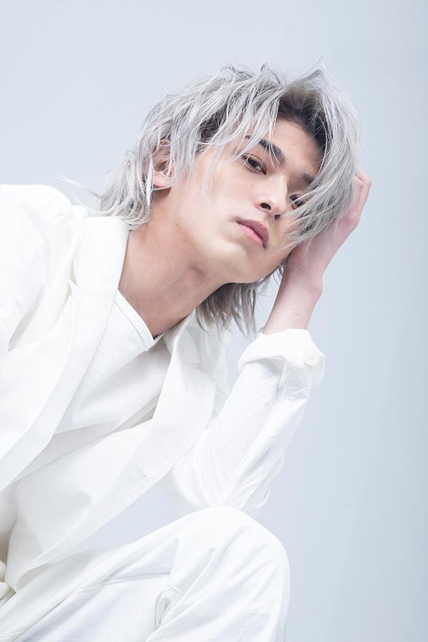 横浜流星のメモリアル写真集とパーソナルブックが同時発売される【写真:(C)KADOKAWA】