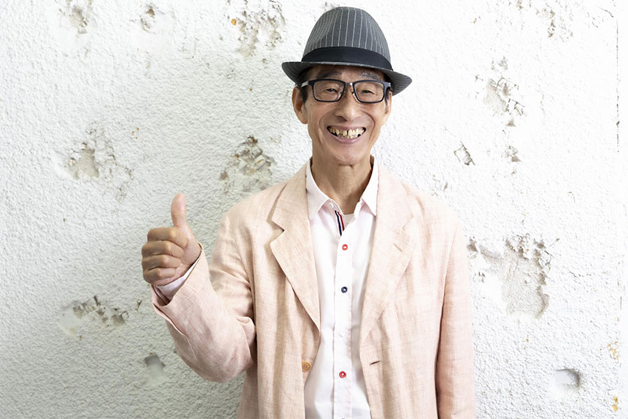 兄弟フォークデュオ「ビリーバンバン」の菅原進さん【写真:山口比佐夫】