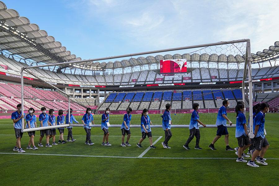 東京五輪を支えるボランティアに称賛の声【写真:AP】