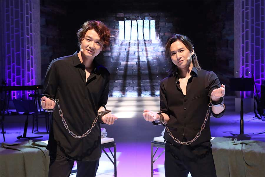 「SHIONOGI MUSIC FAIR」に出演する(左から)井上芳雄、堂本光一【写真:(C)フジテレビ】