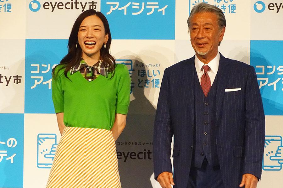 新CM発表会に参加した永野芽郁(左)と高田純次【写真:ENCOUNT編集部】