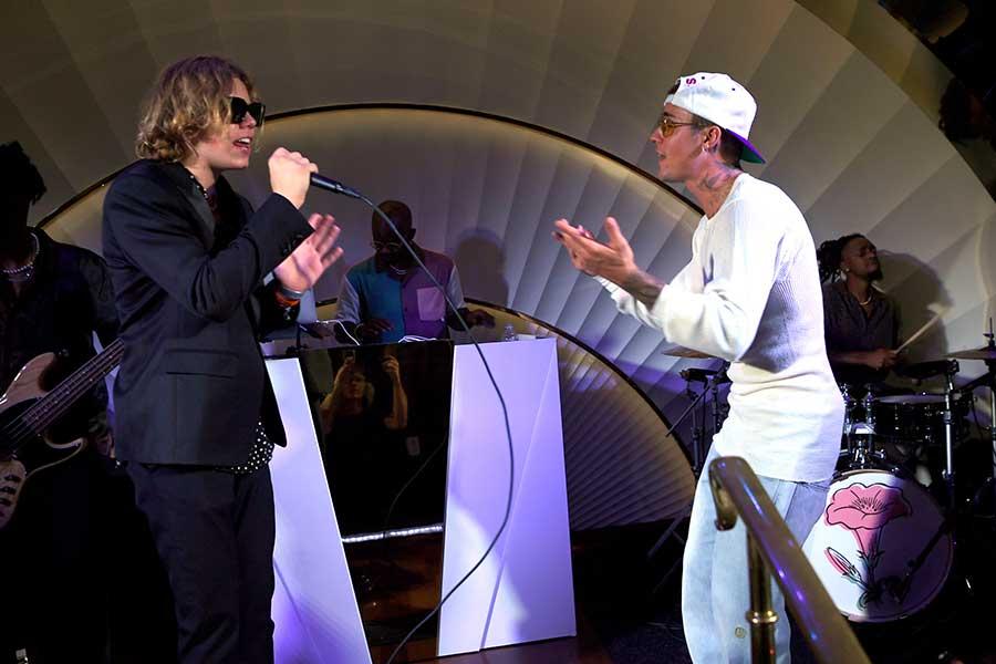 ザ・キッド・ラロイ(左)とジャスティン・ビーバー【写真:Getty Images】