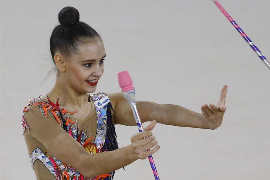 ロシア新体操の18歳、180度大開脚の絶景バケーション写真に「美しい」「キュート」