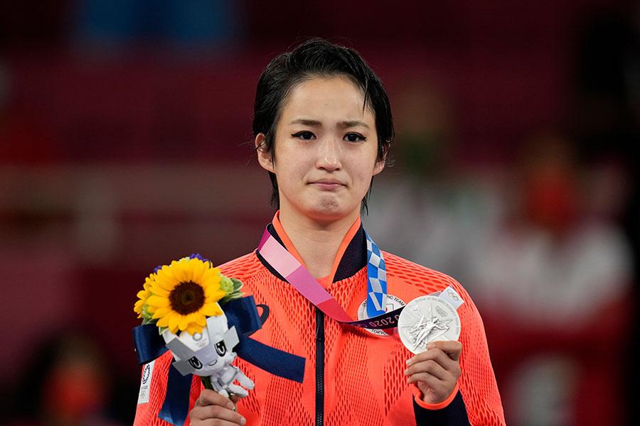 東京五輪空手女子形で銀メダルを獲得した清水希容【写真:AP】