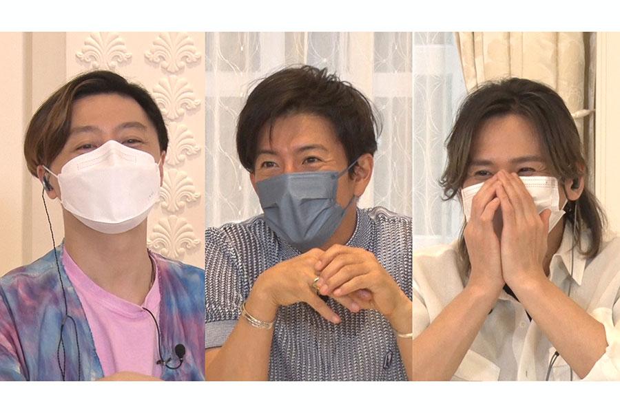 木村拓哉が「KinKi Kidsのブンブブーン」に初出演を果たす。(左から)堂本剛、木村、堂本光一【写真:(C)フジテレビ】