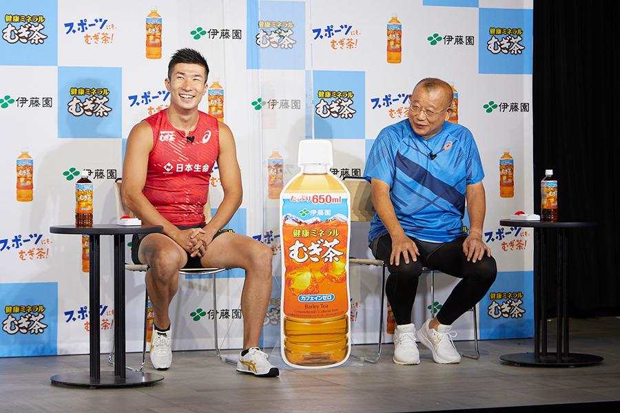 イベントに出席した桐生祥秀(左)と笑福亭鶴瓶