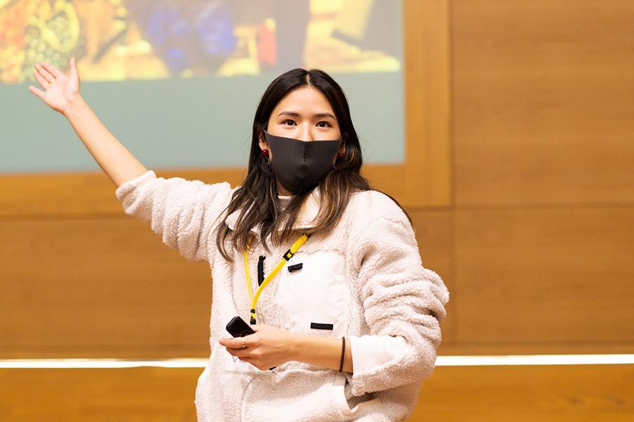 講演で環境問題解決について訴える露木さん【写真:本人提供】