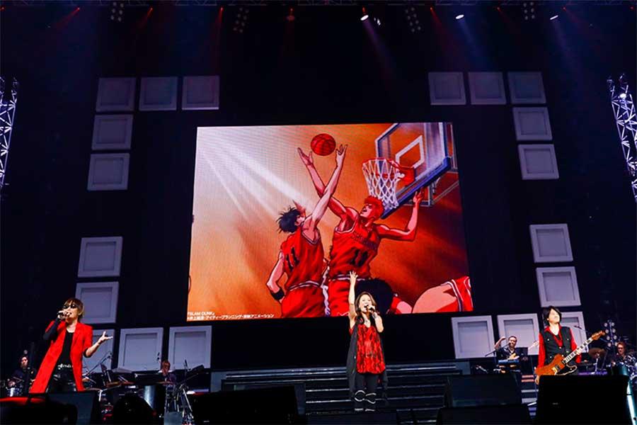 「Animelo Summer Live 2021 -COLOR-」は28日のDAY2に大黒摩季が初出場。大黒摩季×GRANRODEOのパフォーマンス場面【写真:(C)Animelo Summer Live 2021】