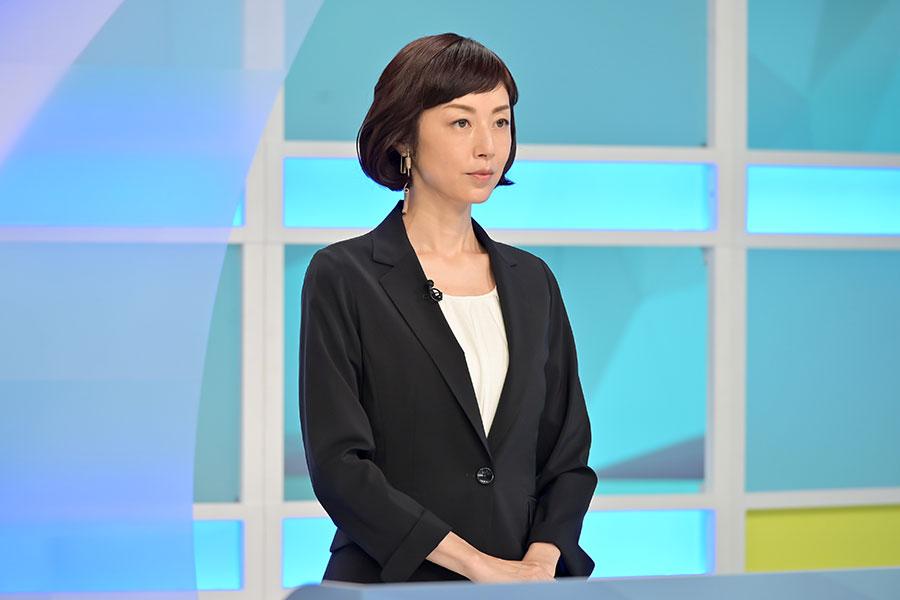 長年退いていたカメラの前に立つ高村沙都子(高岡早紀)【写真:(C)NHK】