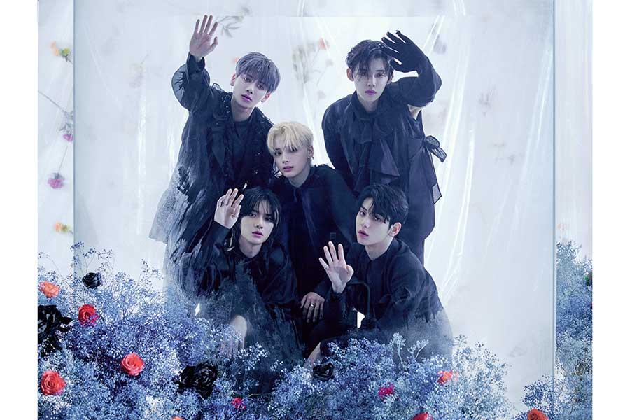 韓国の5人組グループ「TOMORROW X TOGETHER」【写真:(P)&(C)BIGHIT MUSIC】