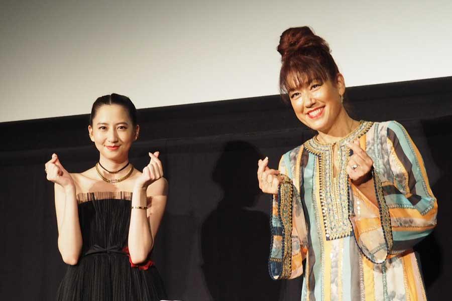 イベントに登壇した河北麻友子(左)とLiLiCo【写真:ENCOUNT編集部】