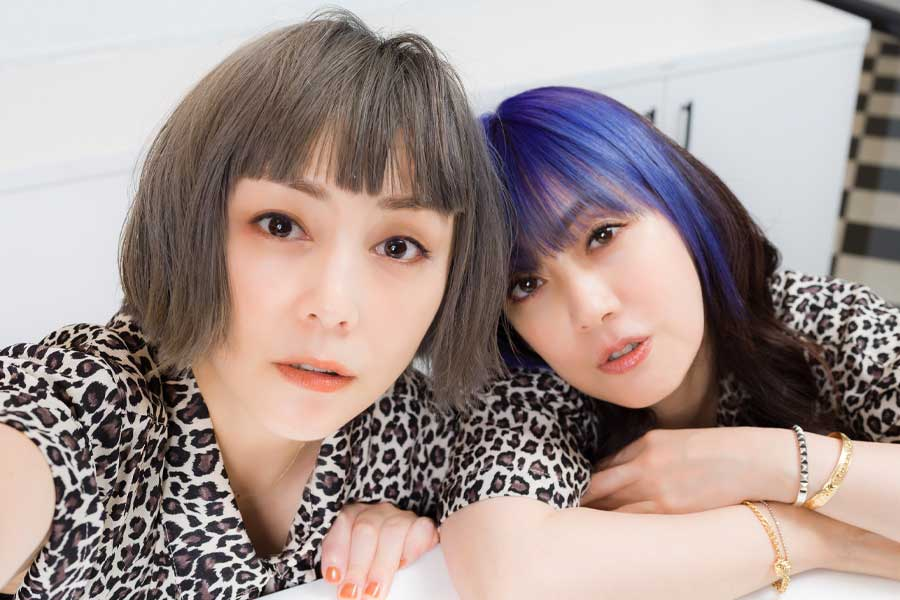 ニューアルバム「THE PUFFY」をリリースした吉村由美(左)と大貫亜美【写真:塩見徹】