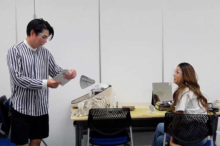 ノブコブ吉村崇(左)とみちょぱ