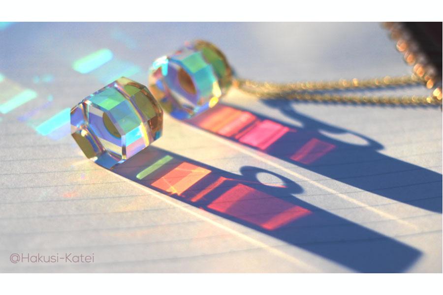 さまざまな光を放つスペクトラムキューブ【写真:ものりさん提供】