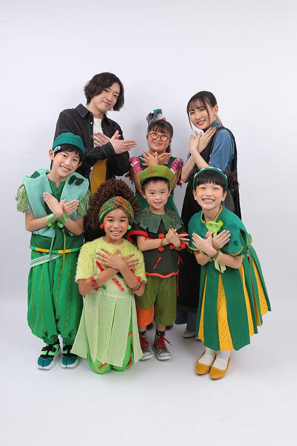 「ひろがれ!いろとりどり」のテーマソングを歌うYOASOBIとミドリーズ【写真:(C)NHK】