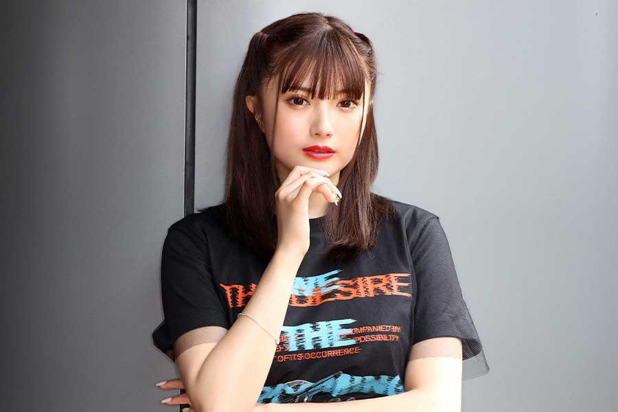 新曲「18の東京」から7作連続でシングルをリリースする安斉かれん【写真:山口比佐夫】