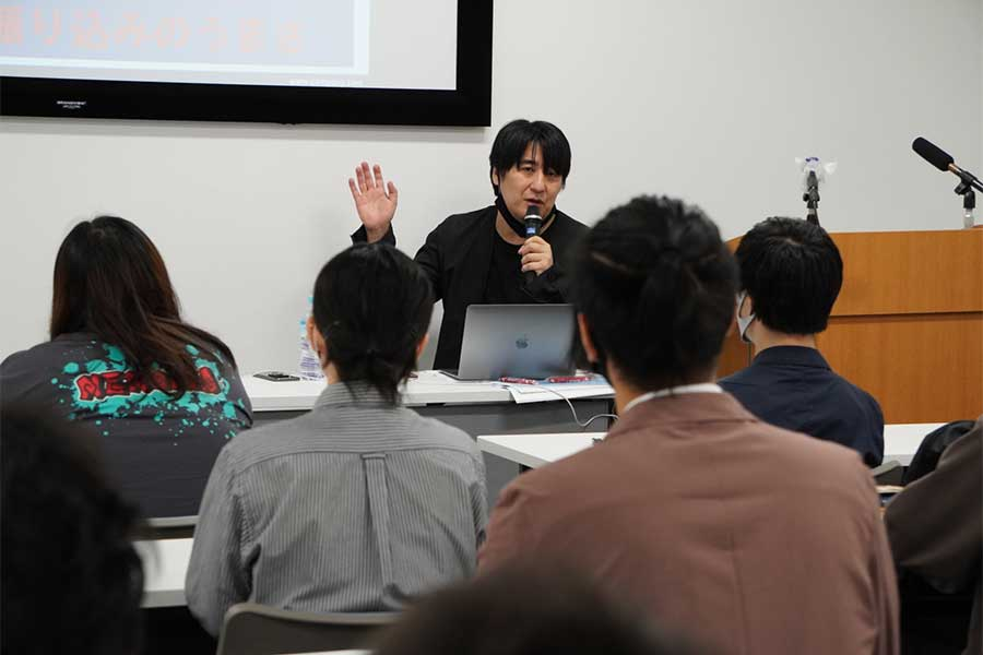 プロデューサーの佐久間宣行氏が講義を行った