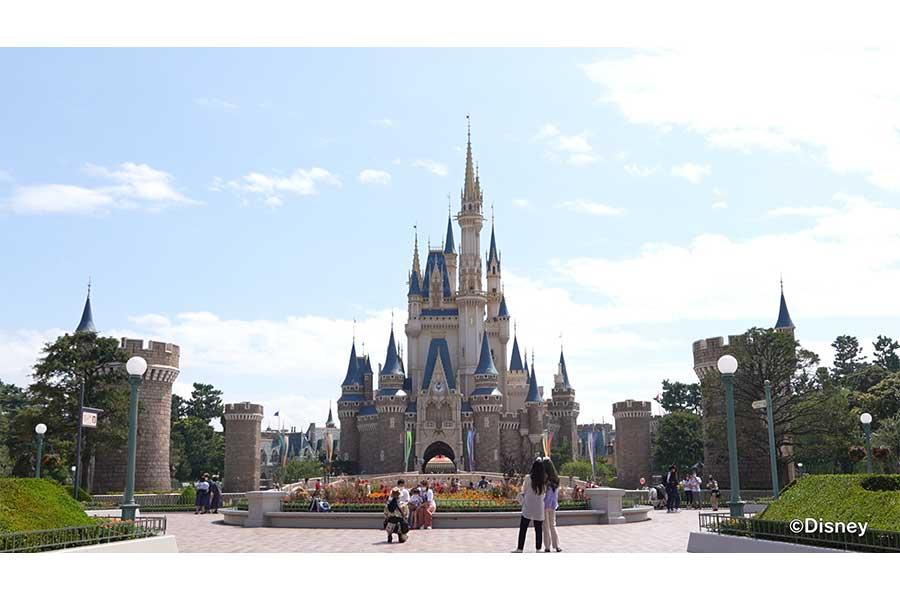 「BACKSTAGE」が東京ディズニーリゾートのガイドツアーキャストに密着【写真:(C)Disney】