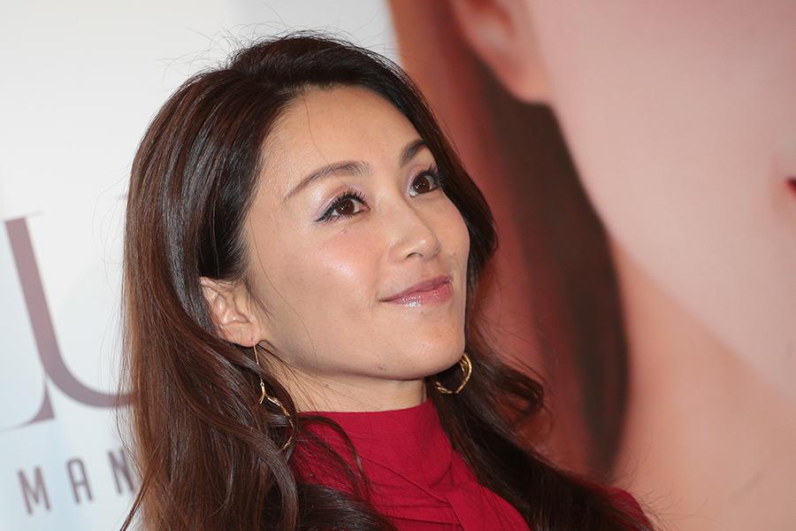 酒井法子、髪をオールバックにした姿を公開「めっちゃ美人さん」「どんな姿もお似合い」